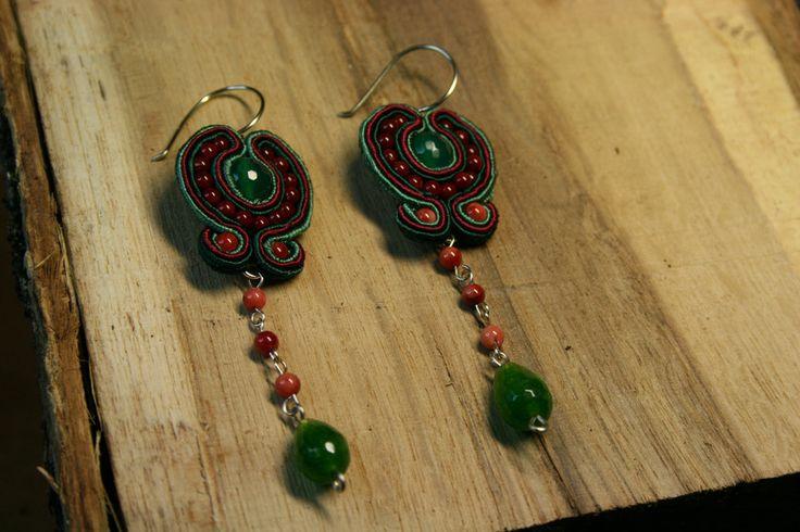 Σκουλαρίκια με soutaze και χάντρες σε χρωματα μπορντω και πρανινο-Earr – Handmade Greek Jewellery
