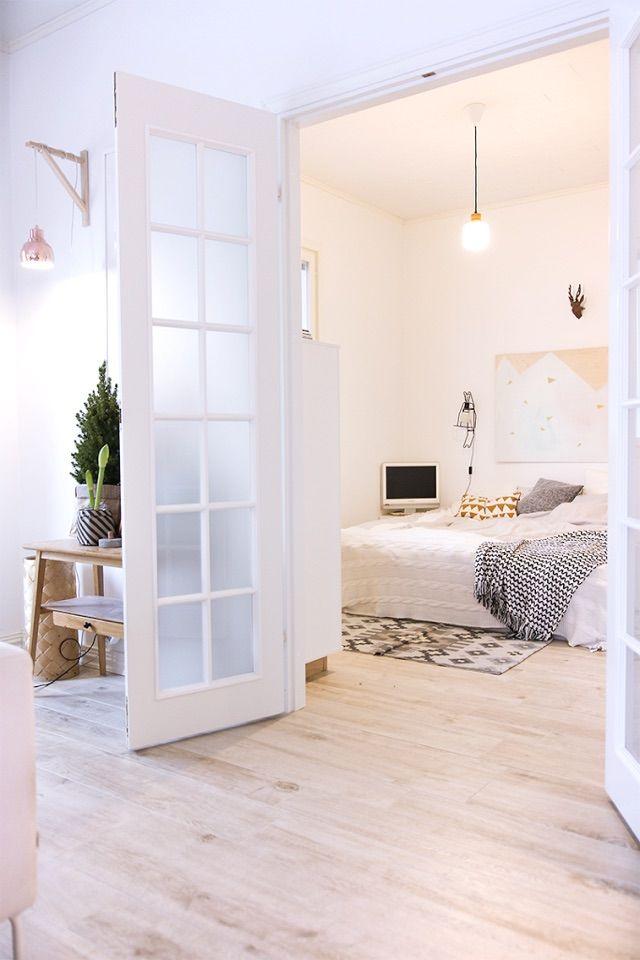 【空間を分けたり繋げたり】フレンチドアの向こうのベッドルーム | 住宅デザイン