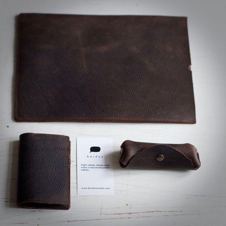 Zestaw z grubej skóry woskowanej. Etui na iPada+prosty portfel+etui na klucze.  #leather #brow #brown_leather #mens'accessories #iPad #vallet #key_case #leather_accessories