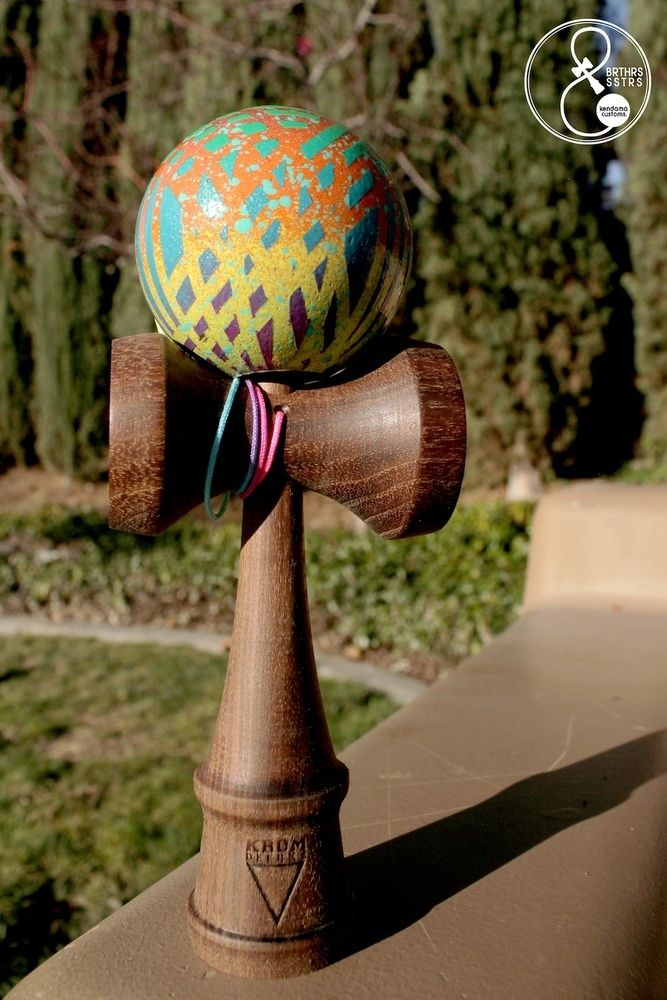 This is a custom KROM DELUXE Kendama, made in Denmark. These damas have amazing cups, and has a prime feel! It has a NATTY WALNUT KEN (sword)