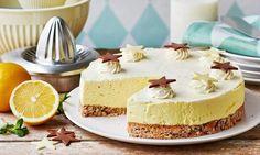 Citronmousse med hvid chokolade på mandelbund (Recipe in Danish)