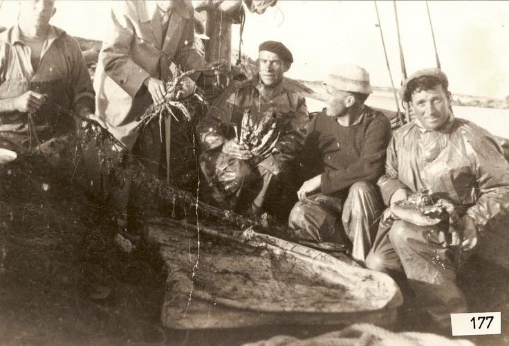 Pêcheurs à pleumeur Bodou au début des années 60.  Fishermen, Pleumeur Bodou in the early 60's.