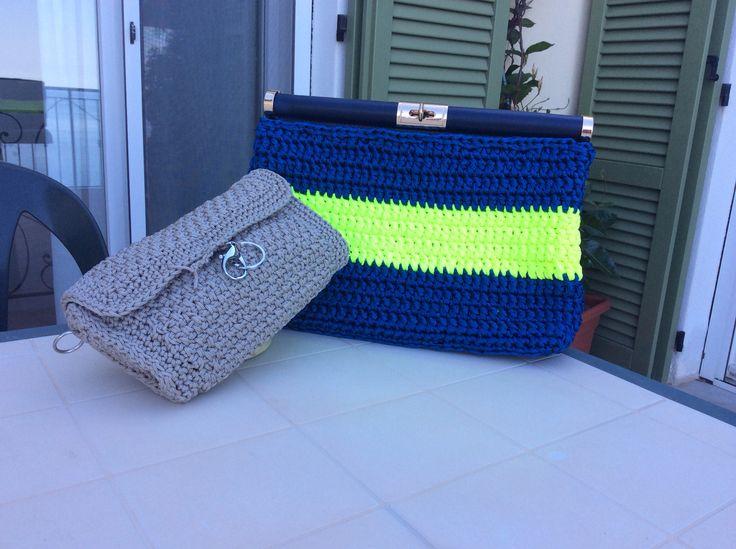 Micro pochette con cordino tortora e una borsa bastone a mano shock! Con tagliatella blu, fluo bag giallo e chiusura a bastone in pelle blu!!!!