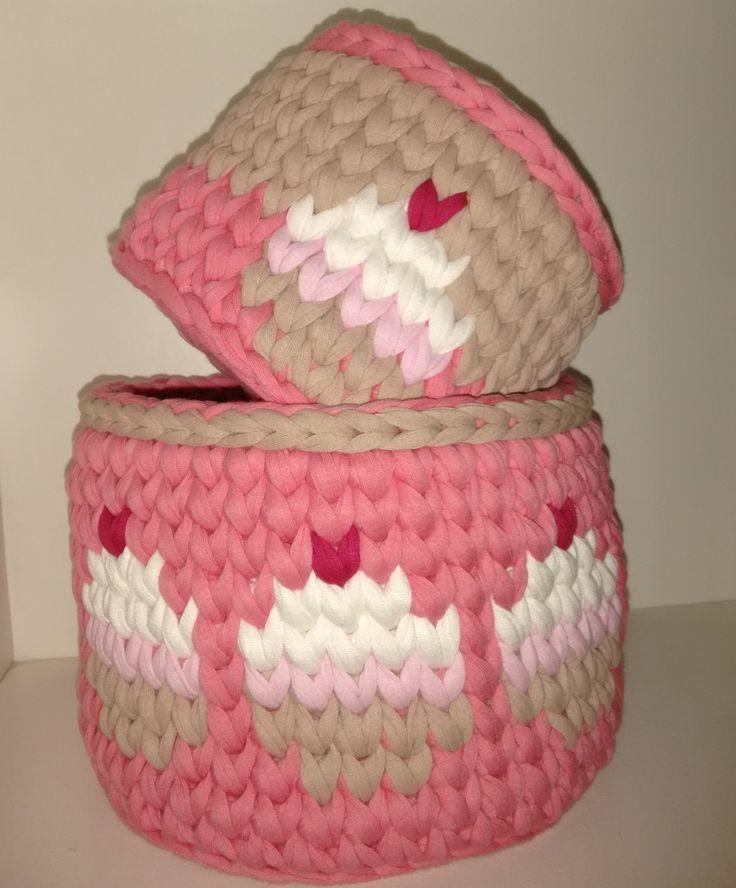 Dupla de Cestos feitos de crochê com fio de malha, ótimo pra organizar qualquer cantinho!