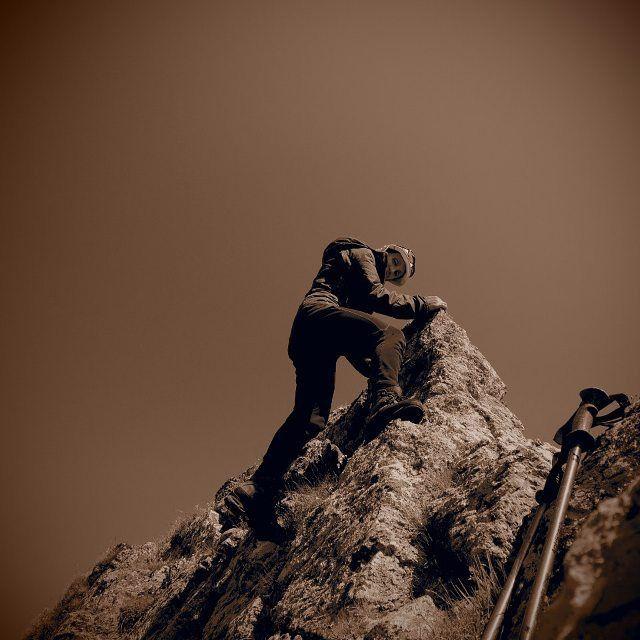 Немного брутальности в ленту.  #горы #вершина #восхождение #природа #альпинизм #альпинист #турист #брутальность #серпия #фото #инстафото #инстамама {{AutoHashTags}}