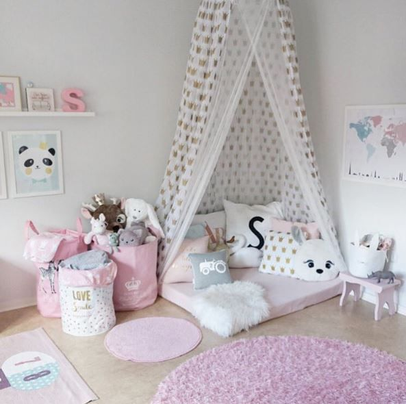 It does not always have to be pink! So you can set up a girl's room beautiful