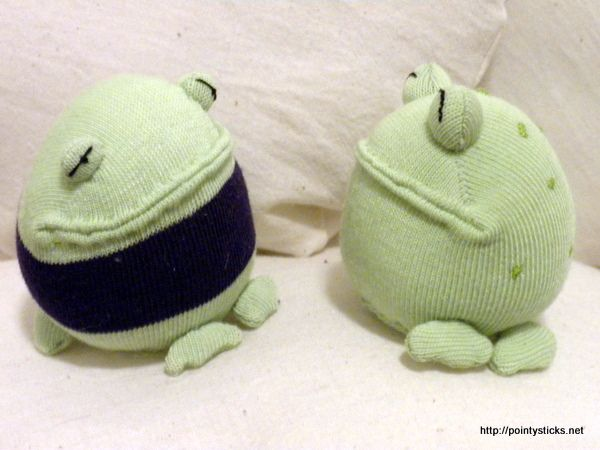 Adorable sock frogs!