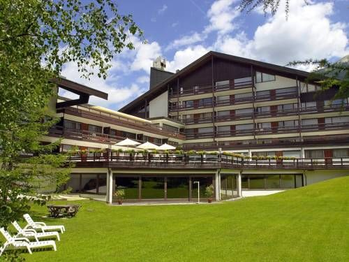 Birkenwald 2 Seefeld Birkenwald 2 offers pet-friendly accommodation in Seefeld in Tirol, 500 metres from Casino Seefeld and 1.6 km from Brunnentalschanze. Guests benefit from balcony.  There is a dining area and a kitchen as well as a private bathroom. A TV is featured.