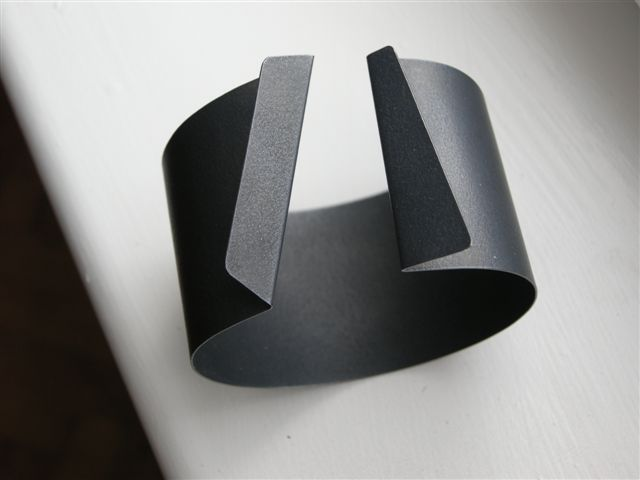 Graphic Bangle - bold minimal jewellery // Fritz Maierhofer