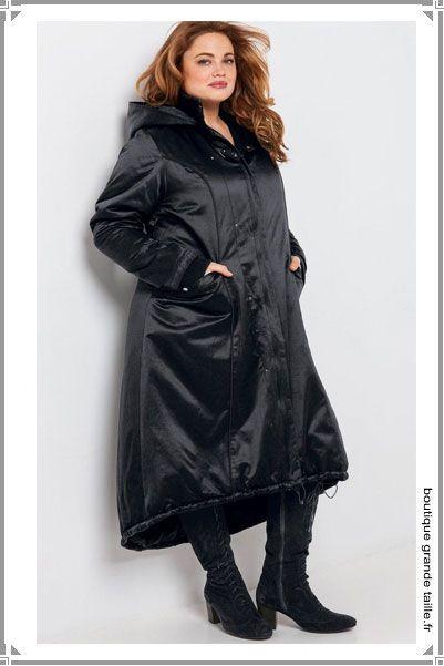 Doudoune forme parka ouatinée ultra féminine, coupe affinante du 42 au 60. Large capuche style cape, un avant goût de l'hiver qui donne envie d'avoir froid.