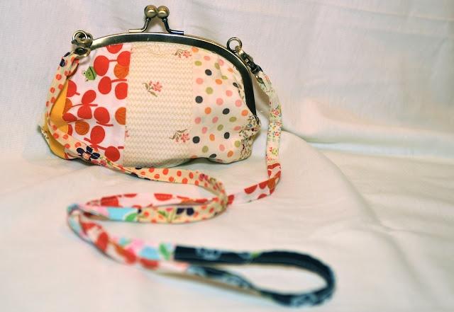 Scrappy Clutch Bag tutorial by Lia of Lia's Crafty Journey #sew #diy #tute