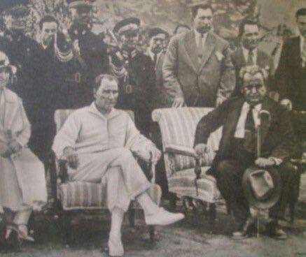 """Yunus Nadi, Mustafa Kemal'in emriyle """"Yeni Gün"""" gazetesinin ismini """"Cumhuriyet"""" olarak değişmiş ve 1924'te yayına başlamıştır."""