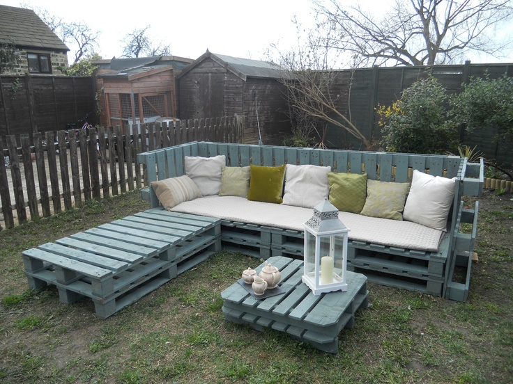 Pallet Garden Furniture ( from ebay ) http://www.ebay.co.uk/itm/corner-garden-furniture-/321116900160?pt=UK_Home_Garden_GardenFurnitureR2_SM=item4ac40f0b40