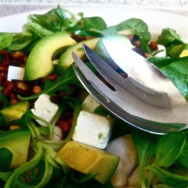 Simpele salade met kip en avocado