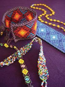 Puedes comprar o pedir tu diseño especial en www.nierika.com.mx/ahcollar.html La joyería hecha con cuentas de chaquira es otro elem...