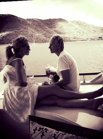 Ellen and Portia. AKA the most perfect couple that has ever happened in this entire planet.:)