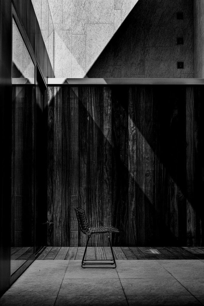 Cafeine.be (Thomas De Bruyne) is een communicatiebureau met een bijzondere structuurformule geënt op graficus Thomas De Bruyne. Zijn uitgesproken grafische benadering vertakt zich zowel naar architectuurfotografie als naar algehele visuele communicatie, grafiek en webdesign.
