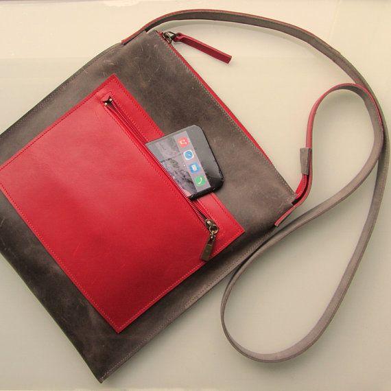 Leather medium size crossbody bag / messenger bag / door rinarts