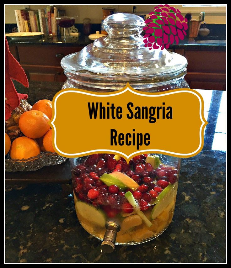 The best White Sangria recipe #thanksgivingcocktails #thanksgivingdrinks