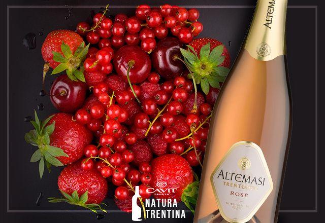 Chi dice che il #rosé sia sinonimo di bere solo al femminile? Con sentori di ciliegia matura e ribes, Altemasi Rosé è un #TrentoDoc che conquista tutti i palati.