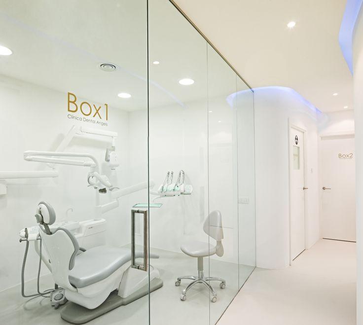 YLAB arquitectos: Interior Design Clinica Dental Barcelona