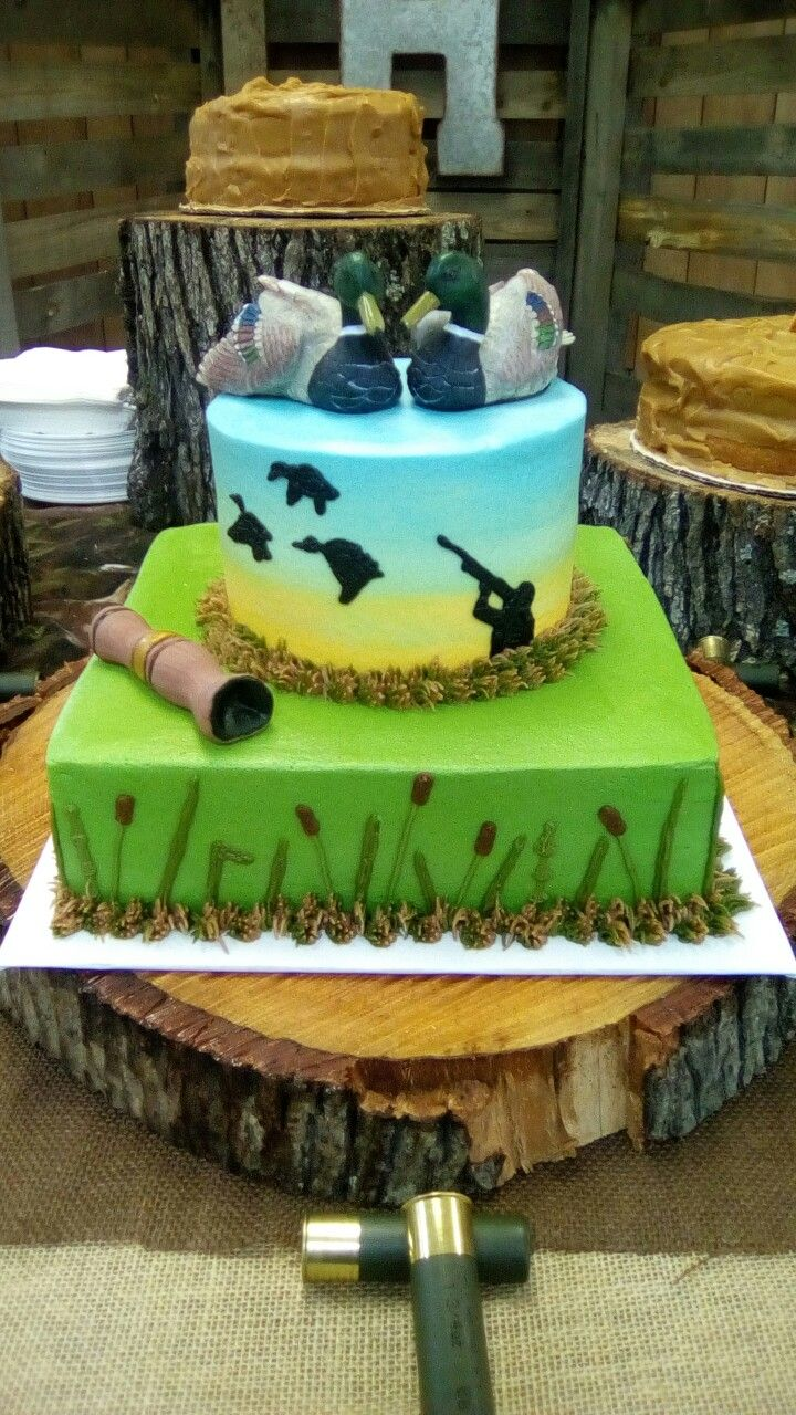 Duck hunting cake with fondant call