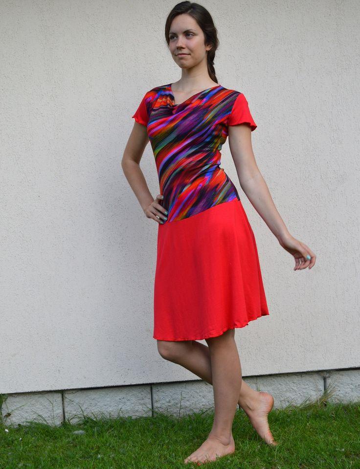 Šaty úpletové červené s potiskem