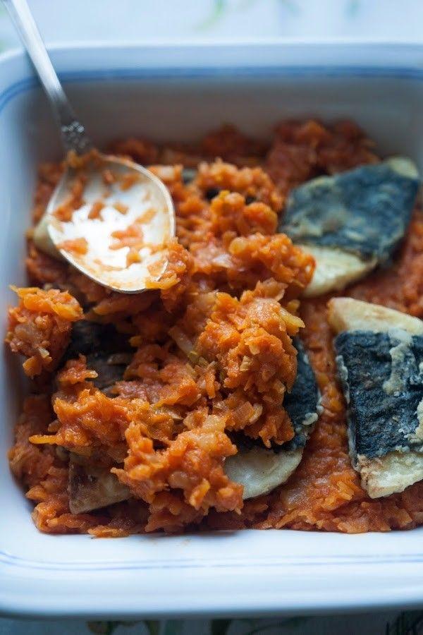 Największy kulinarny kicz obok majonezu, pizzy hawajskiej i sałatki z gyrosem. Chociaż z nazwy ma grecki rodowód, tak naprawdę prawdopodobnie pochodzi z jednego z kącików kulinarnych w Przyjaciółce. Ale mimo tego, że można z ryby po grecku[...]