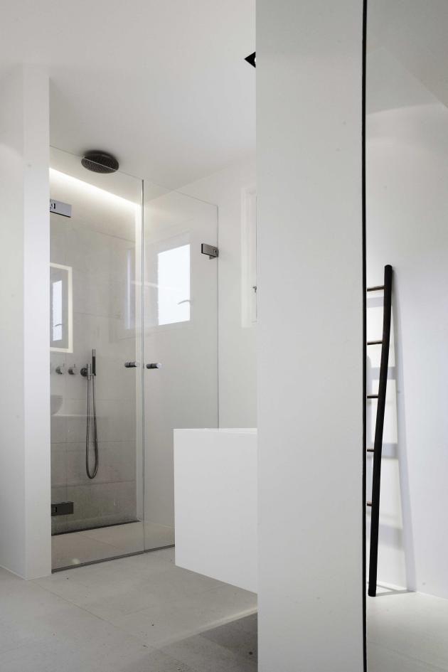 Shower, nice doors