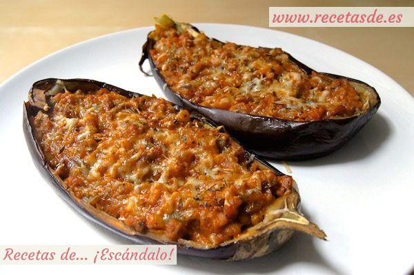 Deliciosas berenjenas rellenas con una salsa boloñesa especial a base de carne picada y verduras. Añade queso y gratínalas, quedan espectaculares!