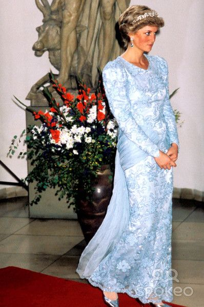 November 5, 1987: Princess Diana at a Banquet hosted by Bavarian Premier Franz Josef Strauss and his daughter Monika Hohlmeier at their residence in Munich, Germany. Photo:tim Anderson-alpha-Globe Photos Inc