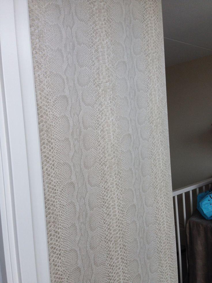 Slangenprint behang pinterest - Behang hoofdbord ...