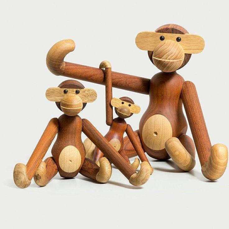 These wooden guys wish you a great weekend! #brdrkruger #wood #monkey #træabe #danishdesign #rosendahlcph #madeindenmark