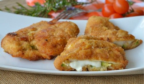 Cotolette di pollo al forno con zucchine e mozzarella