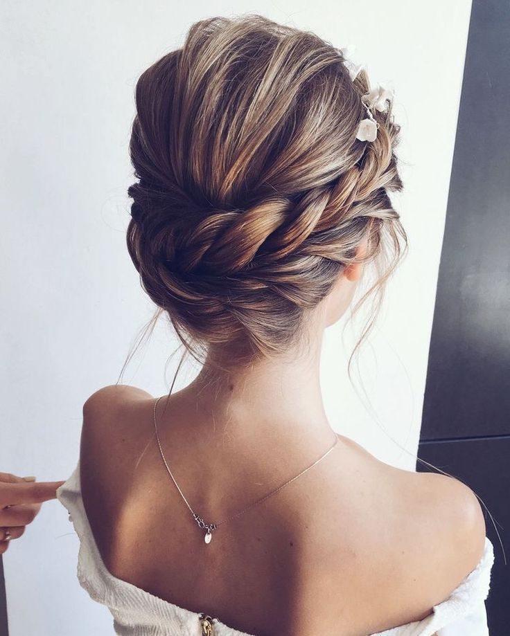 72 Trends For Romantic Wedding Hairstyles In 2019 Ecemella Ecemella 72 Trends For Romantic We In 2020 Elegant Wedding Hair Hair Styles Messy Bun With Braid