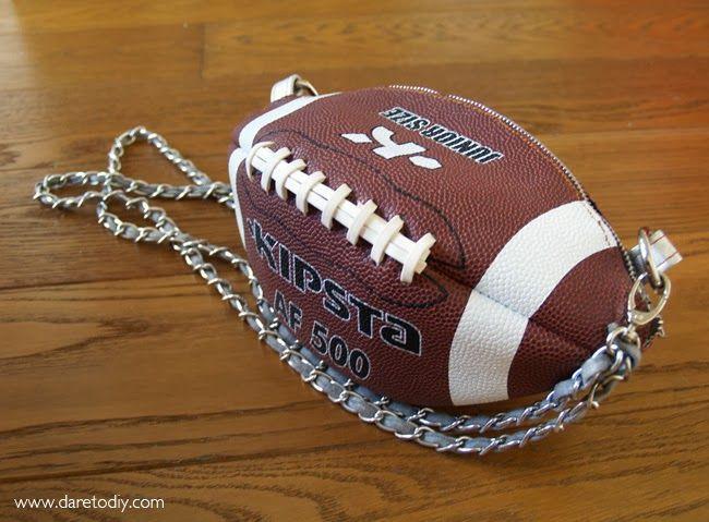 Dare to DIY: Proyecto DIY: Haz un bolso con un balón de fútbol americano
