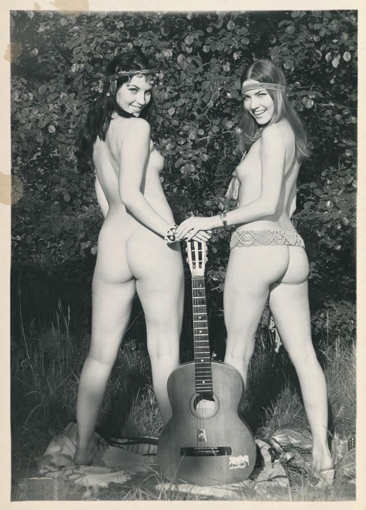 naked hippie chicks in the desert