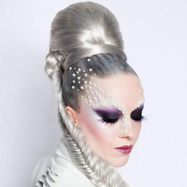 Besoin d'augmenter tes compétences en Make-Up ?   Ne rate pas notre Stage Performance du 21 au 24 Avril à Lyon et Aix les Bains- animé par Elodie- Aurélie et Audrey Peyrefitte Make Up Artist.   N'hésitez pas, contactez-nous vite au 04 78 37 35 95.  Peyrefitte Perfomance
