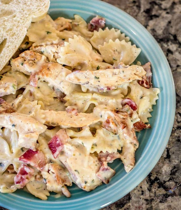 Chicken Carbonara recipe with Bacon, chicken and cheesy pasta perfection! An easy way to create a gourmet chicken dinner the entire family will enjoy!
