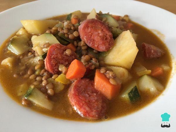 Receita de Sopa de lentilha com linguiça calabresa #receita #sopa #comida #linguiça #lentilha