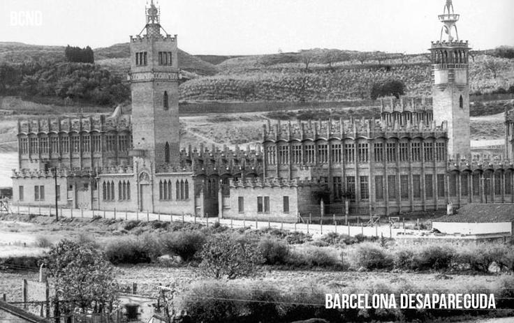 La fábrica Casaramona es un edificio de estilo modernista construido entre 1909 y 1911 (arq. Josep Puig i Cadafalch), situado en las faldas de Montjuïc, Barcelona. Desde 2002 constituye la sede de CaixaForum Barcelona.