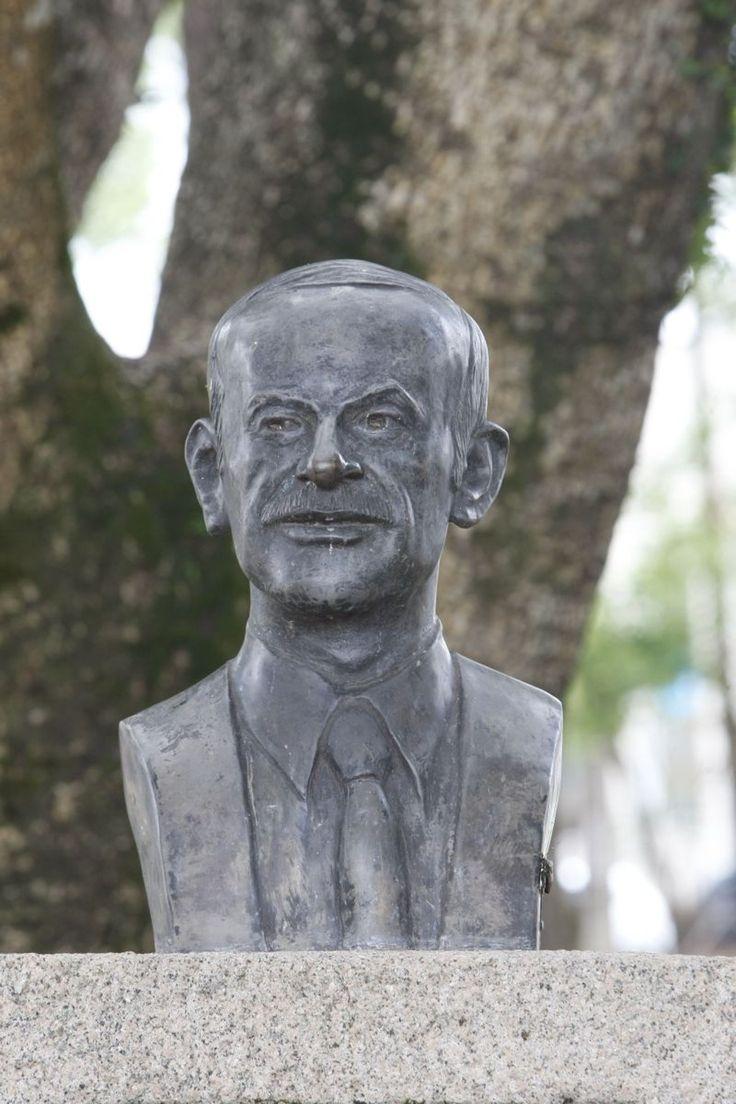 Busto de Hafez Assad no bairro Portão, em Curitiba |