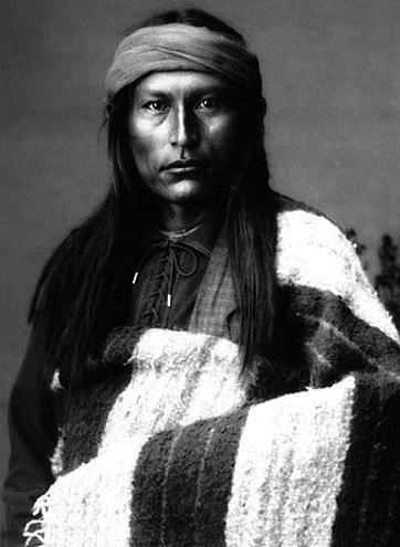"""SHIKHASHE (Cochise) (Apache Chiricahua 1812-1874)  """"¿Yo he matado a diez hombres blancos por cada Indio muerto,... pero sé que los blancos son muchos y los Indios pocos... Yo quiero vivir en estas montañas. Firmaremos la paz y la guardaremos fielmente. Pero nos dejarán vagar libres, ir a donde queramos""""."""
