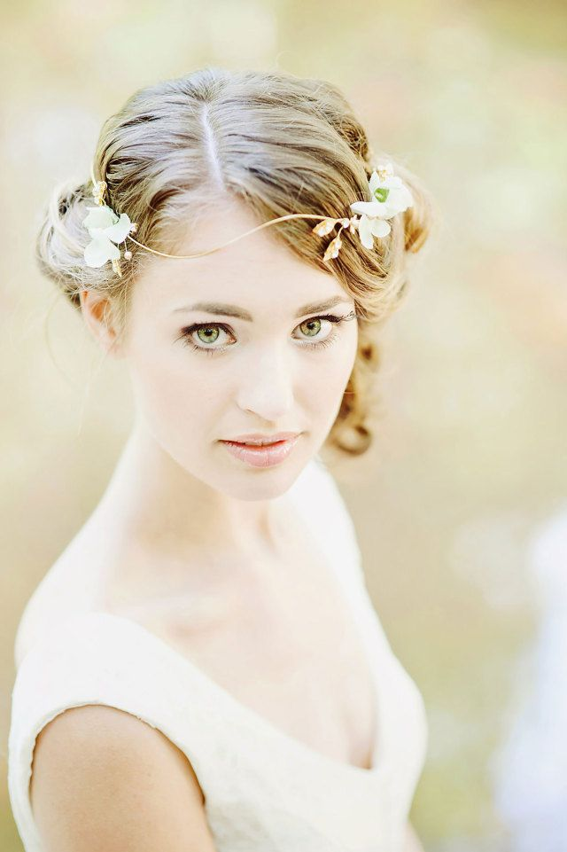 #inspiratie #accessoires #bruidskapsel #haar #bruid #kapsel #bruiloft #trouwdag #huwelijk #wedding #hairstyle #hair #hairdo #hairstyles #updo #inspiration #ideas | Photography: RuudC Fotografie | ThePerfectWedding.nl