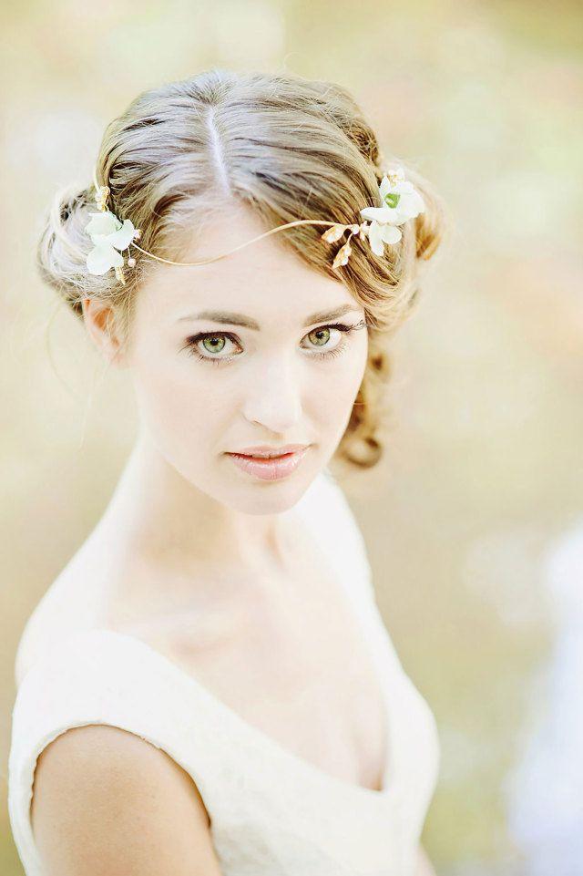 #inspiratie #accessoires #bruidskapsel #haar #bruid #kapsel #bruiloft #trouwdag #huwelijk #wedding #hairstyle #hair #hairdo #hairstyles #updo #inspiration #ideas | Photography: RuudC Fotografie | ThePerfectWedding.nl