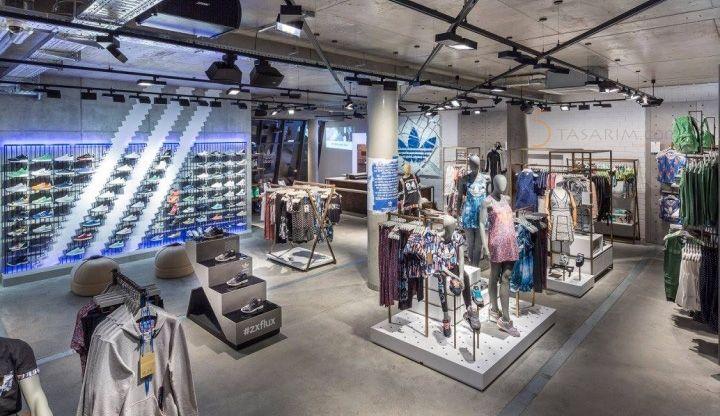 spor ayakkabı mağazası orta  standları