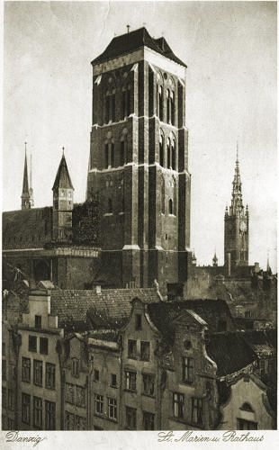 The towers of City Hall and St. Mary church (St. Marien und Rathaus).