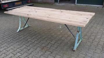 Oude machine poten tafel / industriële tafel /wagondelen/006