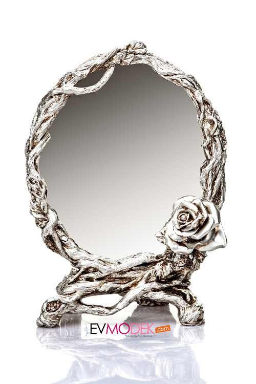 Şık bir Makyaj Aynası :) http://evmodek.com/U22955,76,gumus-varakli-makyaj-aynasi-biblo-evperi.htm