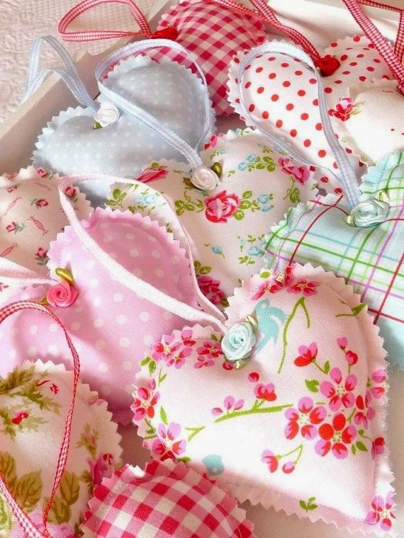 como decorar con corazón     christa lubbe   que lindos corazones de genero con esas telas románticas     flickr   que hermosos corazones...